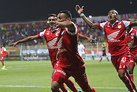 BOGOTA -COLOMBIA. 15-03-2014.  Juan Carlos Arias  de Independiente Santa Fe  celebra su gol contra  La Equidad partido por la onceava  fecha de La liga Postobon 1 disputado en el estadio Metropolitano de Techo . /    Juan Carlos Arias  of Independiente Santa Fe  celebrates his goal   against La Equidad   of  eleventh round during the match  of The Postobon one league  at the Metropolitano of Techo Stadium . Photo: VizzorImage/ Felipe Caicedo / Staff