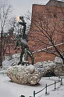 Europe/Voïvodie de Petite-Pologne/Cracovie:   Dragon devant son chäteau, créé par Chromy - Vieille ville (Stare Miasto) classée Patrimoine Mondial de l'UNESCO,