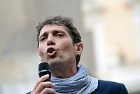 """Roma, 27 Ottobre 2017<br /> Riccardo Magi, segretario radicali italiani<br /> Piazza Montecitorio<br />  Conferenza stampa sulla consegna delle firme della campagna """"Ero Straniero"""" per una nuova legge sull'immigrazione"""
