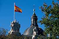 Spanien, Plaza Villa de Paris in Madrid, dahinter der Justizpalast