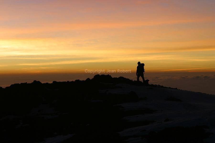 Arrivee au sommet du Kilimandjaro au lever du soleil