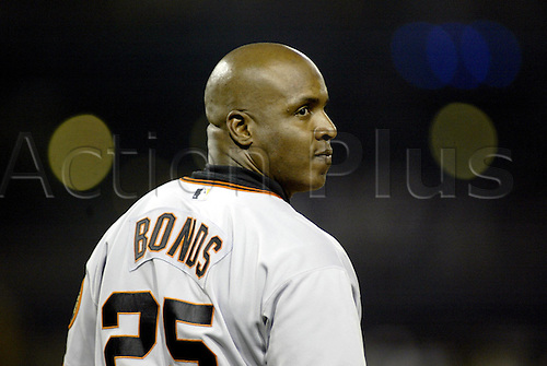 10 August 2004: Barry Bonds of the San Francisco Giants during the Giants 8-7 loss to the Pittsburgh Pirates at PNC Park in Pittsburgh, PA. Photo: Jason Cohn/actionplus...040810.baseball portrait.