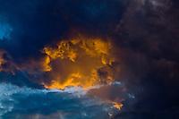 Belo Horizonte_MG, Brasil...Fim de tarde com nuvens em Belo Horizonte, Minas Gerais...The sunset with clouds in Belo Horizonte, Minas Gerais...Foto: JOAO MARCOS ROSA / NITRO.
