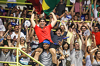SAO PAULO, SP, 08 DEZEMBRO 2012 - GILLETTE FEDERER TOUR 2012 - Publico durante confronto dos tenistas Jo-Wilfried Tsonga da Franca e  Roger Federer da Suica no internacional Gillette Federer Tour 2012 no Ginasio do Ibirapuera na noite deste sabado, 08 (FOTO: WILLIAM VOLCOV / BRAZIL PHOTO PRESS).