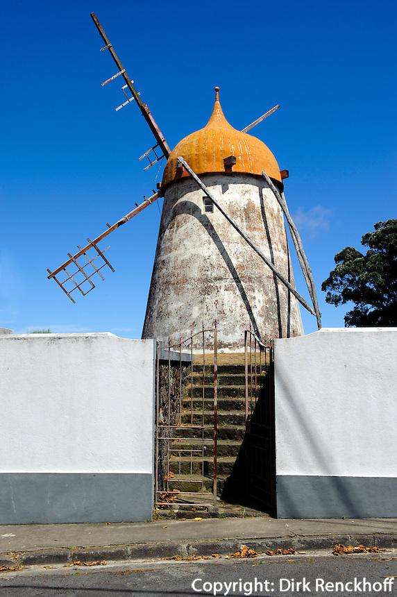 Windmühle bei Ajuda da Bretanha auf der Insel Sao Miguel, Azoren, Portugal