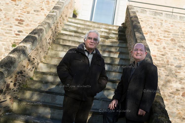 """Michel Léauté et Claude Dominault, ces deux Meignannais retraités, ont entrepris de découvrir et de faire partager les pages d'histoire de La Meignanne en écrivant un livre """"Regards sur la Meignanne"""", paru fin 2013."""