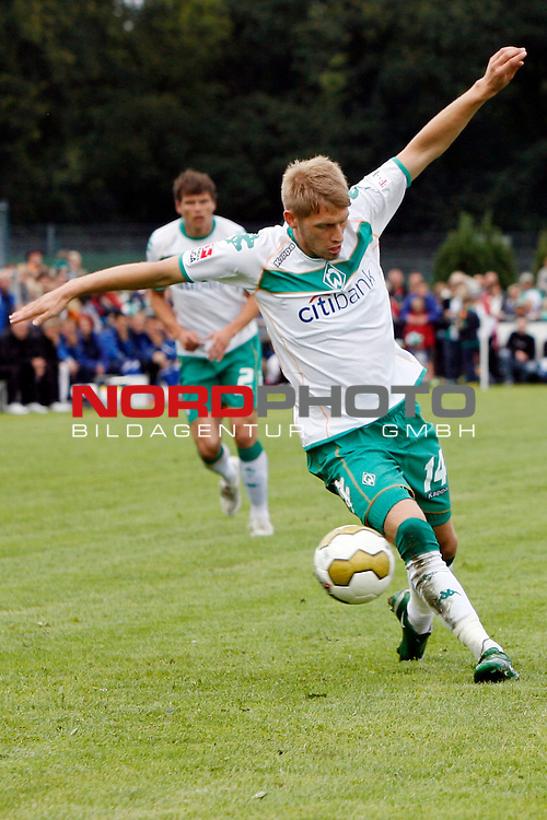FBL 08/09 Test - BSV Kickers Emden vs. SV Werder Bremen in Loga bei Leer am 20.07.2008 1:2 (1:0)<br /> <br /> Freundschaftsspiel - Friendlymatch<br /> <br /> Aaron Hunt (#14 GER Werder Bremen).<br /> <br /> Foto &copy; nph (  nordphoto  ) *** Local Caption ***