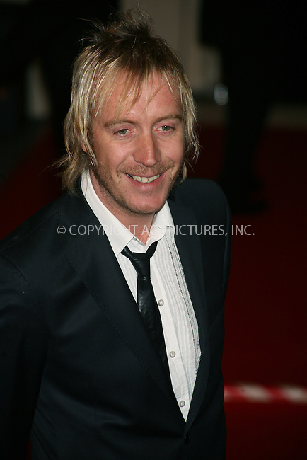 Ferrari Press Agency.Ref TMK 2021.BAFTAS08.10/2/08.Picture: Tracy Moreno King..The BAFTA UK film awards 2008 at the Royal Opera House, Covent Garden...OPS:Rhys Ifans