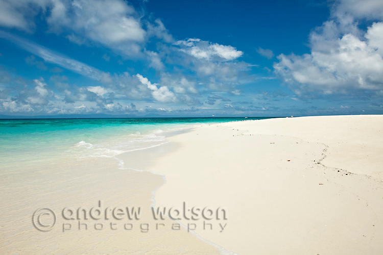 White sand and turquoise waters of Vlassof Cay - a remote sand cay near Cairns.  Great Barrier Reef Marine Park, Queensland, Australia