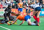 HUIZEN - Hockey - Nine Rijna (Bldaal) brengt de stand op 2-1.   . Hoofdklasse hockey competitie, Huizen-Bloemendaal (2-1) . COPYRIGHT KOEN SUYK