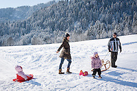 Austria, Tyrol, Reith near Kitzbuhel at Brixen Valley: winter fun for the whole family | Oesterreich, Tirol, Reith bei Kitzbuehel im Brixental: Winterspass fuer die ganze Familie