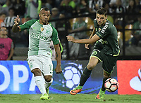 MEDELLÍN -COLOMBIA-10-05-2017: Macnelly Torres (Izq) jugador de Atlético Nacional de Colombia disputa el balón con Andrei Girotto (Der) jugador de Chapecoense de Brasil durante partido de vuelta por la final de la CONMEBOL Recopa Sudamericana 2017 jugado en el estadio Atanasio Girardot de la ciudad de Medellín. / Macnelly Torres (L) player of Atletico Nacional of Colombia fights for the ball with Andrei Girotto (R) player of Chapecoense of Brazil during second leg match for the final of the CONMEBOL Recopa Sudamericana 2017 played at Atanasio Girardot stadium in Medellin city. Photo: VizzorImage / Gabriel Aponte / Staff