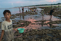 "March 29, 2016 - Wainyapu (Indonesia). Before dusk villagers flock into the near beach in order to  collect the ""Nyale"", multicolored sea worms, which appear only once each year and that are used for the opening ceremony of the Pasola. © Thomas Cristofoletti / Ruom"