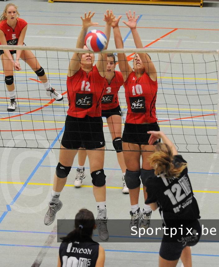 GIKS Mode Waregem - Kerdavo Avelgem..Stephanie Corne Fien Kestelyn (links) en Annelies Grymonprez (rechts)..foto VDB / BART VANDENBROUCKE