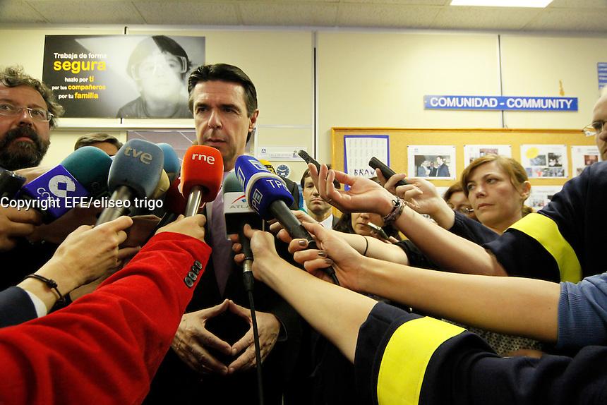 Fecha: 02-10-2012. (Lugo), El Ministro Soria visita la factoria de Alcoa en San Cibrao. En la imagen Soria en R.P.