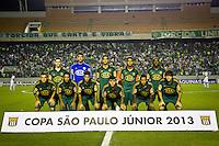 ATENÇÃO EDITOR: FOTO EMBARGADA PARA VEÍCULOS INTERNACIONAIS BARUERI,SP,22 JANEIRO 2013 - COPA SÃO PAULO JUNIORES - PALMEIRAS x SANTOS - jogadores do Palmeiras  antes  partida Palmeiras x Santos  válido pela semi finals da Copa São Paulo Juniores no Estádio Arena Barueri na noite desta terça - feira.(FOTO: ALE VIANNA -BRAZIL PHOTO PRESS).