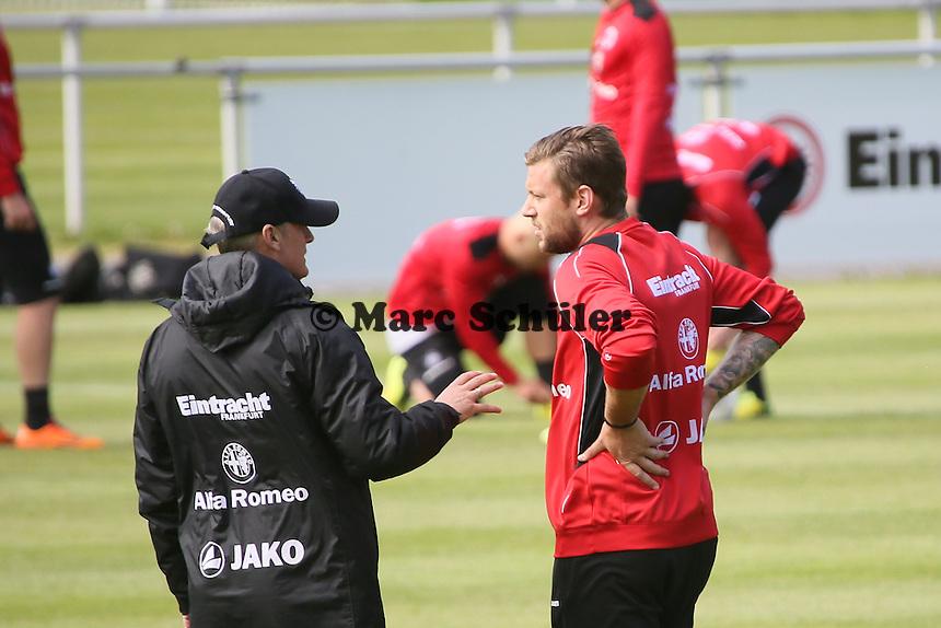 Trainer Armin Veh mit Marco Russ - Eintracht Frankfurt Training, Commerzbank Arena