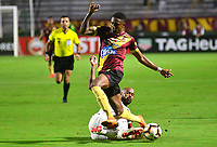 IBAGUE -COLOMBIA, 05-03-2019: Omar Albornoz del Tolima disputa el balón con Thiago Heleno del Paranaense durante partido por la fecha 1, grupo G, de la Copa CONMEBOL Libertadores 2019 entre Deportes Tolima de Colombia y Athletico Paranaense de Brasil jugado en el estadio Manuel Murillo Toro de la ciudad de Ibagué. / Diego Valdes of Tolima struggles the ball with Thiago Heleno of Paranaense during match for the date 1, grupo G, as part of Copa CONMEBOL Libertadores 2019 between Deportes Tolima and Athletico Paranaense of Brazil played at Manuel Murillo Toro stadium in Ibague. Photo: VizzorImage / Juan Carlos Escobar / Cont