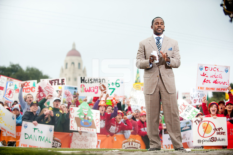 STANFORD, CA - NOVEMBER 12: Desmond Howard breaks down the matchup during filing of ESPN's Gameday Live at the Oval on the Stanford Campus. Stanford will compete against the University of Oregon at Stanford Stadium later that afternoon.