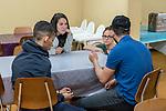 Gen&egrave;ve, le 25.04.2018<br /> Abris PC de P&acirc;quis-centre.<br /> Accueil des familles et des mineurs non accompagn&eacute;s.<br /> Julia du SPMI ( Service de Protection des Mineurs ) et Gwenaelle du SPMI ( Service de Protection des Mineurs ) discutent avec des mineurs non acccompagn&eacute;s.<br /> &copy; Le Courrier / J.-P. Di Silvestro