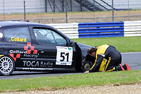 Round 4 of the 2002 British Touring Car Championship. #51 Rob Collard (GBR). Collard Racing. Renault Clio 172.