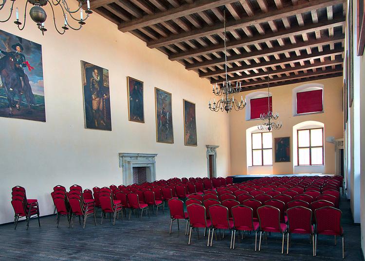 Sala balowa na drugim piętrze zamku