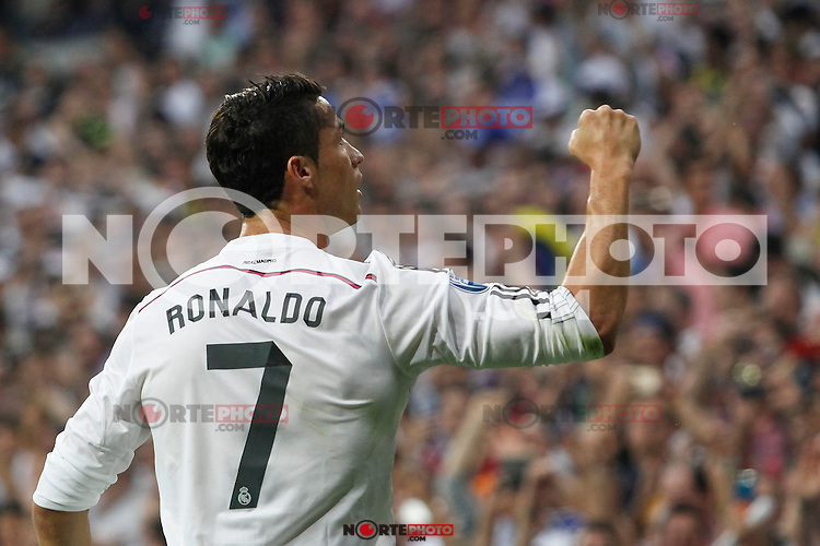 Real Madrid´s Cristiano Ronaldo (L) celebrates after scoring a goal (1-0) at a penalty kick during the Champions League semi final soccer match between Real Madrid and Juventus at Santiago Bernabeu stadium in Madrid, Spain. May 13, 2015. (ALTERPHOTOS/Victor Blanco) /NortePhoto.COM