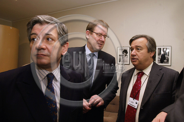 BRUSSELS - BELGIUM - 05 FEBRUARY 2004--GLOBALISATION PRESS CONFERENCE. -- From left PES leader in European Parliament Enrique BARON, Poul NYRUP RASMUSSEN, chairman of the Global Progressive Forum and Socialist International President Antonio GUTERRES before the Globalisation press conference in the European Parliament.   PHOTO: ERIK LUNTANG / EUP-IMAGES.COM