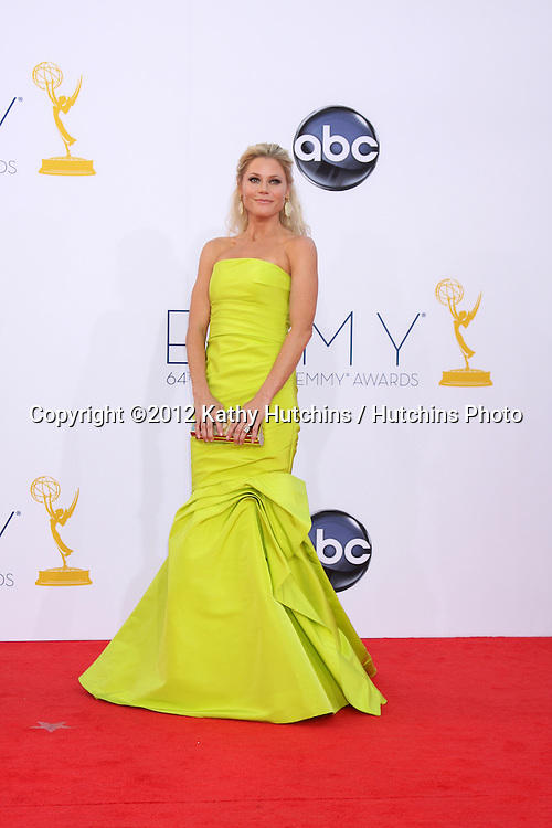 LOS ANGELES - SEP 23:  Julie Bowen arrives at the 2012 Emmy Awards at Nokia Theater on September 23, 2012 in Los Angeles, CA