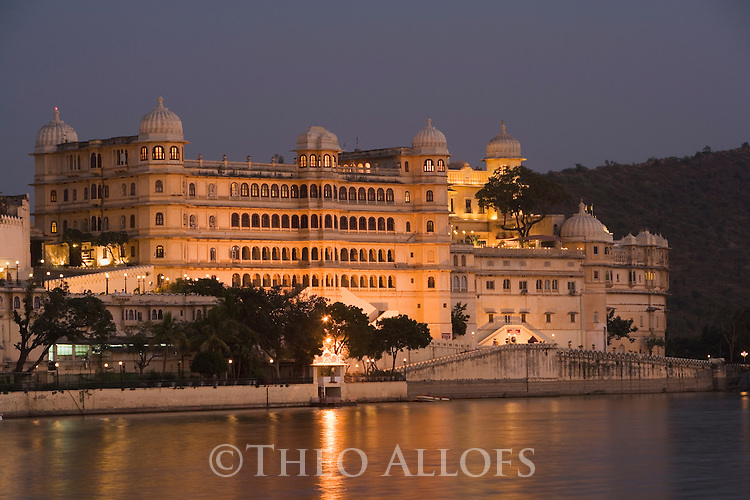 City Palace at dusk; largest palace complex in Rajasthan; hotel and also residence of the Maharaja, Udaipur, Rajasthan, India