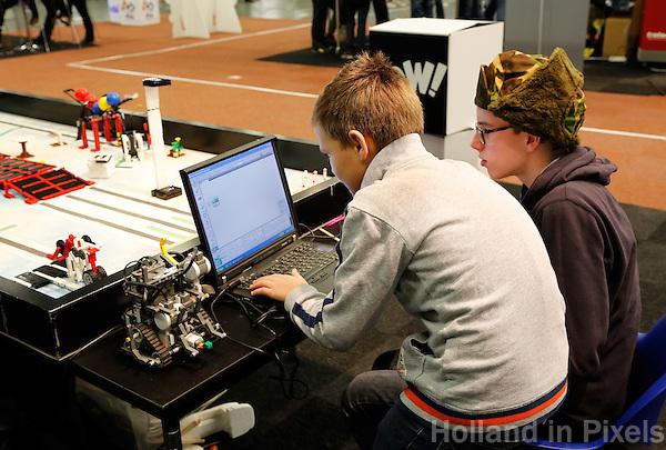 Skills Masters beurs in Rotterdam Ahoy. Banenbeurs/ Beroepskeuze beurs voor VMBO , MBO en lagere school  leerlingen. Leerlingen kunnen kennismaken met diverse beroepen. Techniek .