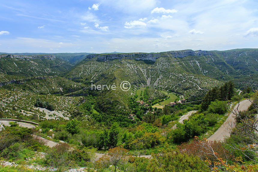 France, Gard (30), Vissec, cirque de Navacelles vu depuis le belvédère de la Doline // France, Gard, Vissec, the cirque de Navacelles seen from the viewpoint of the Doline