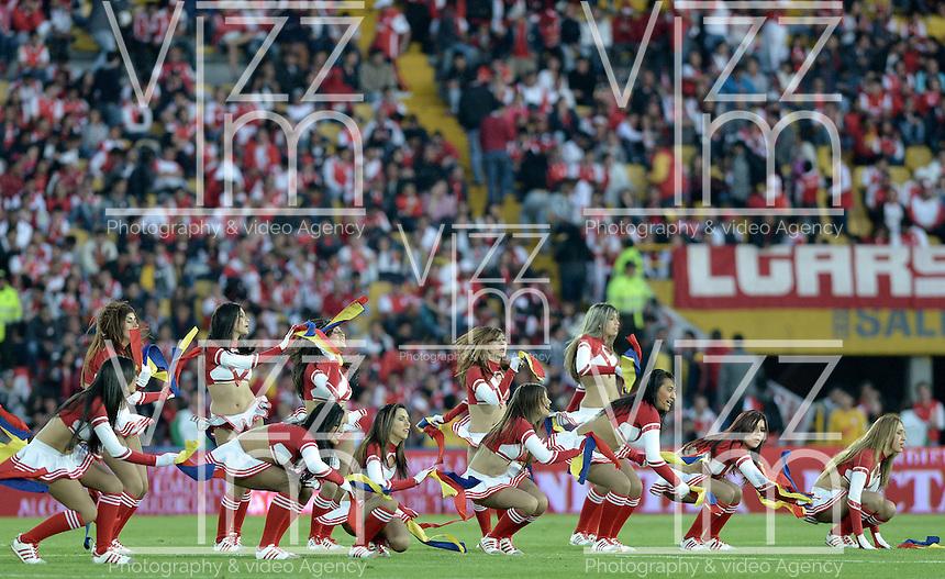 BOGOTÁ -COLOMBIA, 04-05-2014. Aspecto de las porristas de Santa Fe durante el encuentro de vuelta entre Independiente Santa Fe y Once Caldas por los cuartos de final de la Liga Postobón I 2014 jugado en el estadio Nemesio Camacho El Campín de la ciudad de Bogotá./ Aspect of the cheerleaders of Santa Fe during second leg match between Independiente Santa Fe and Once Caldas for the quarterfinals of the Postobon League I 2014 played at Nemesio Camacho El Campin stadium in Bogota city. Photo: VizzorImage/ Gabriel Aponte / Staff