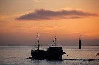 Europe/France/Bretagne/29/Finistère/Roscoff: Départ des caseyeurs pour la pêche au homard à l'aube