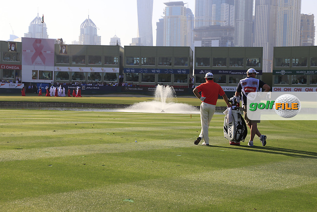 Graeme McDOWELL (NIR) waits to play his 3rd shot on the 18th hole as the local entertainment mistakenly walks onto the green during Sunday's Final Round of the 2015 Omega Dubai Desert Classic held at the Emirates Golf Club, Dubai, UAE.: Picture Eoin Clarke, www.golffile.ie: 2/1/2015