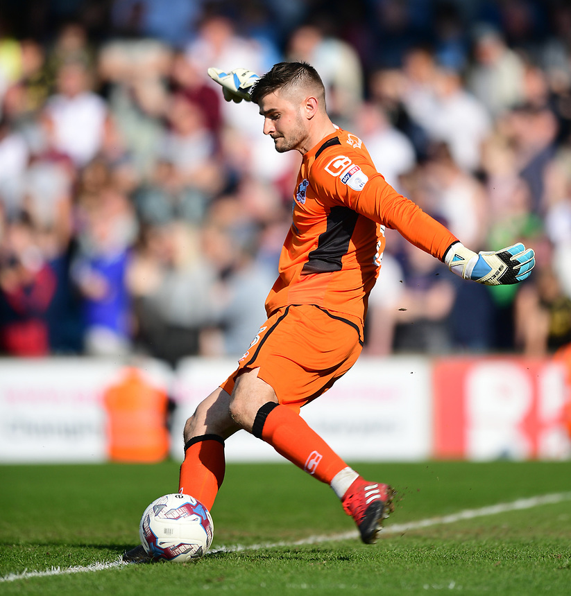 Scunthorpe United's Joe Anyon<br /> <br /> Photographer Chris Vaughan/CameraSport<br /> <br /> The EFL Sky Bet League One - Scunthorpe United v Bolton Wanderers - Saturday 8th April 2017 - Glanford Park - Scunthorpe<br /> <br /> World Copyright &copy; 2017 CameraSport. All rights reserved. 43 Linden Ave. Countesthorpe. Leicester. England. LE8 5PG - Tel: +44 (0) 116 277 4147 - admin@camerasport.com - www.camerasport.com
