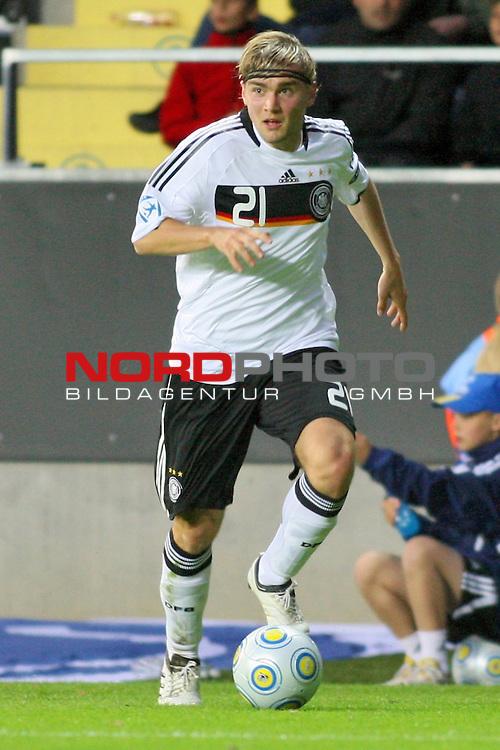 UEFA U21 Europameisterschaft / EM Europeen Championship Under 21 2009 Schweden / Sweden - GŲteborg / Gothenborg 15.06.2009 Group B - Matchday 1 Gamla Ullevi Stadion<br /> <br /> Match 2: Spanien / Spain (ESP) vs. Deutschland / Germany (GER) 0:0 (0:0)<br /> <br /> Marcel Schmelzer (Deutsche U21 Nationalmannschaft BV Borussia Dortmund #21) im Hintergrund.<br /> <br /> Foto &copy; nph ( nordphoto ) *** Local Caption *** Fotos sind ohne vorherigen schriftliche Zustimmung ausschliesslich fŁr redaktionelle Publikationszwecke zu verwenden. Auf Anfrage in hoeherer Qualitaet/Aufloesung *** Local Caption *** <br /> Fotos sind ohne vorherigen schriftliche Zustimmung ausschliesslich fŁr redaktionelle Publikationszwecke zu verwenden.<br /> <br /> Auf Anfrage in hoeherer Qualitaet/Aufloesung