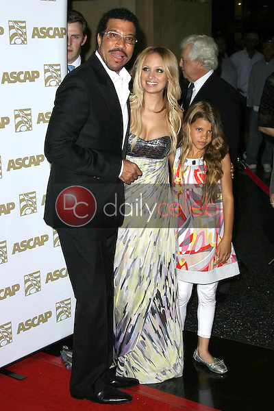 Lionel Richie with his daughters Nicole Richie and Sophia Richie<br />