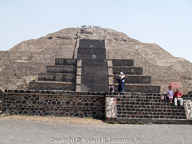The Pyramid of the Moon is the second largest pyramid in Teotihuacan, Mexico after the Pyramid of the Sun. It is located in the western part of Teotihuacan and mimics the contours of the mountain Cerro Gordo, just north of the site. <br />