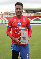 IPIALES - COLOMBIA, 24-08-2019: Victor Giraldo del Pasto recibe el premio al mejor jugador después del partido por la fecha 8 de la Liga Águila II 2019 entre Deportivo Pasto y Unión Magdalena jugado en el estadio Estadio Municipal de Ipiales. / Victor Giraldo of Pasto receives the best player award after match for the date 8 as part of Aguila League II 2019 between Deportivo Pasto and Union Magdalena played at Municipal stadium of Ipiales. Photo: VizzorImage / Leonardo Castro / Cont