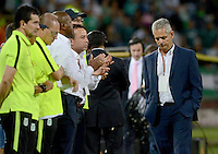 MEDELLÍN -COLOMBIA - 04-06-2016: Reinaldo Rueda técnico de Atlético Nacional gesticula durante partido de vuelta con Rionegro Águilas por los cuadrangulares finales de la Liga Águila I 2016 jugado en el estadio Atanasio Girardot de la ciudad de Medellín./ Reinaldo Rueda coach of Atletico Nacional gestures during second leg match against Rionegro Aguilas against Atletico Nacional for the finals quadrangular of the Aguila League I 2016 at Atanasio Girardot stadium in Medellin city. Photo: VizzorImage/León Monsalve/STR