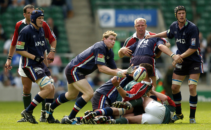 Photo: Richard Lane..Leicester Tigers v Sale Sharks. Zurich Wildcard Final at Twickenham. 29/05/2004..Steve Hanley gets the ball away.
