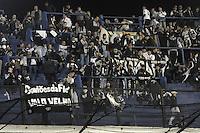 BUENOS AIRES, ARGENTINA, 27 JUNHO 2012 - FINAL LIBERTADORES - BOCA JUNIORS X CORINTHIANS - Torcedores do Corinthians no Estadio Alberto Jacinto Armando (La Bombonera) onde logo mais acontece a partida final da Taca Libertadores da America entre Boca Juniors x Corinthians, nesta quarta-feira. 27. (FOTO: JUANI RONCORONI / BRAZIL PHOTO PRESS)