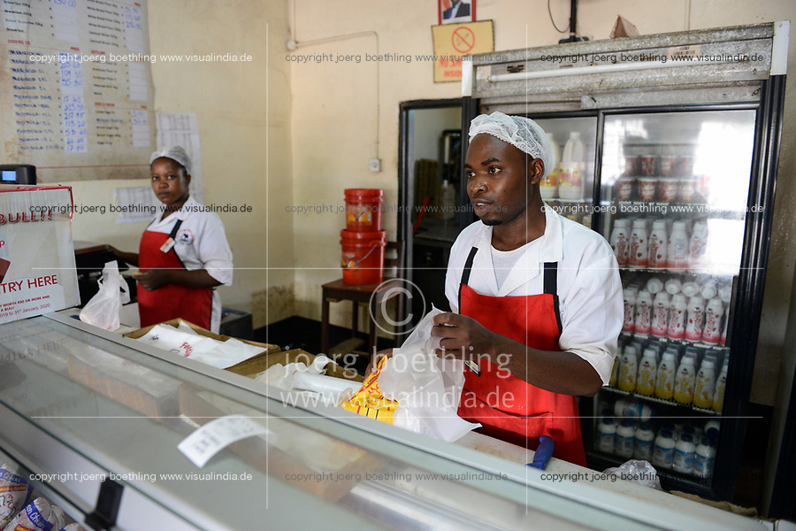 ZAMBIA, Zambeef outlet, selling of meat and milk products / SAMBIA, Zambeef Shop verkauft Fleisch und Milchprodukte