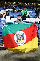 LONDRES, INGLATERRA, 25 MARÇO 2013 - AMISTOSO INTERNACIONAL - BRASIL X RUSSIA - Torcedores brasileiros no Estádio Stamford Bridge, estádio do Chelsea em Londres capital da Inglaterra, onde logo mais o Brasil enfrenta a Rússia, em amistoso internacional. (FOTO: GUILHERME ALMEIDA / BRAZIL PHOTO PRESS)..