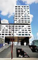 Herinrichting van het gebied rond het centraal station in Utrecht. Trappen naar het Centraal Station. Jaarbeurszijde