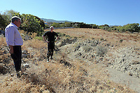 Pictured: Detective Inspector Jon Cousins (R) of South Yorkshire Police at the new plot of land where a new search will take place in Kos, Greece. Thursday 06 October 2016<br />