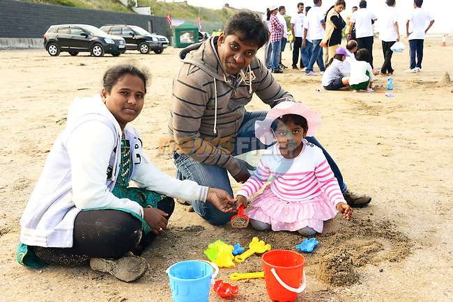 Little Samantha Alimella enjoying herself at the Beach Cricket with her Dad, Mahesh and Mum, Rajitha. www.newsfile.ie