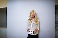 Berlin, Ein Transvestit Model am Freitag (10.05.13) in Berlin während eines Drag-Queen Castings im Friedrichstadt-Palast: Timur Emek/CommonLens