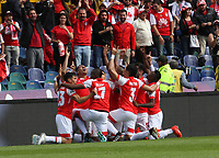 BOGOTÁ - COLOMBIA, 17-11-2019: Jhon Velasquez del Independiente Santa Fe  celebra despues de anotar un gol al Alianza Petrolera durante tercer partido por los cuadrangulares semifinales de la Liga Águila II 2019 entre Independiente Santa Fe  y Alianza Petrolera  jugado en el estadio Nemesio Camacho El Campin  de la ciudad de Bogotá. / Jhon Velasquez of Independiente Santa Fe celebrates after scoring a goal agaisnt of Alianza Petrolera during third match for the quadrangular semifinals as part of Aguila League II 2019 between Independiente Santa Fe and Alianza Petrolera  played at Nemesio Camacho El Campin stadium in in Bogota  city. Photo: VizzorImage / Felipe Caicedo / Satff
